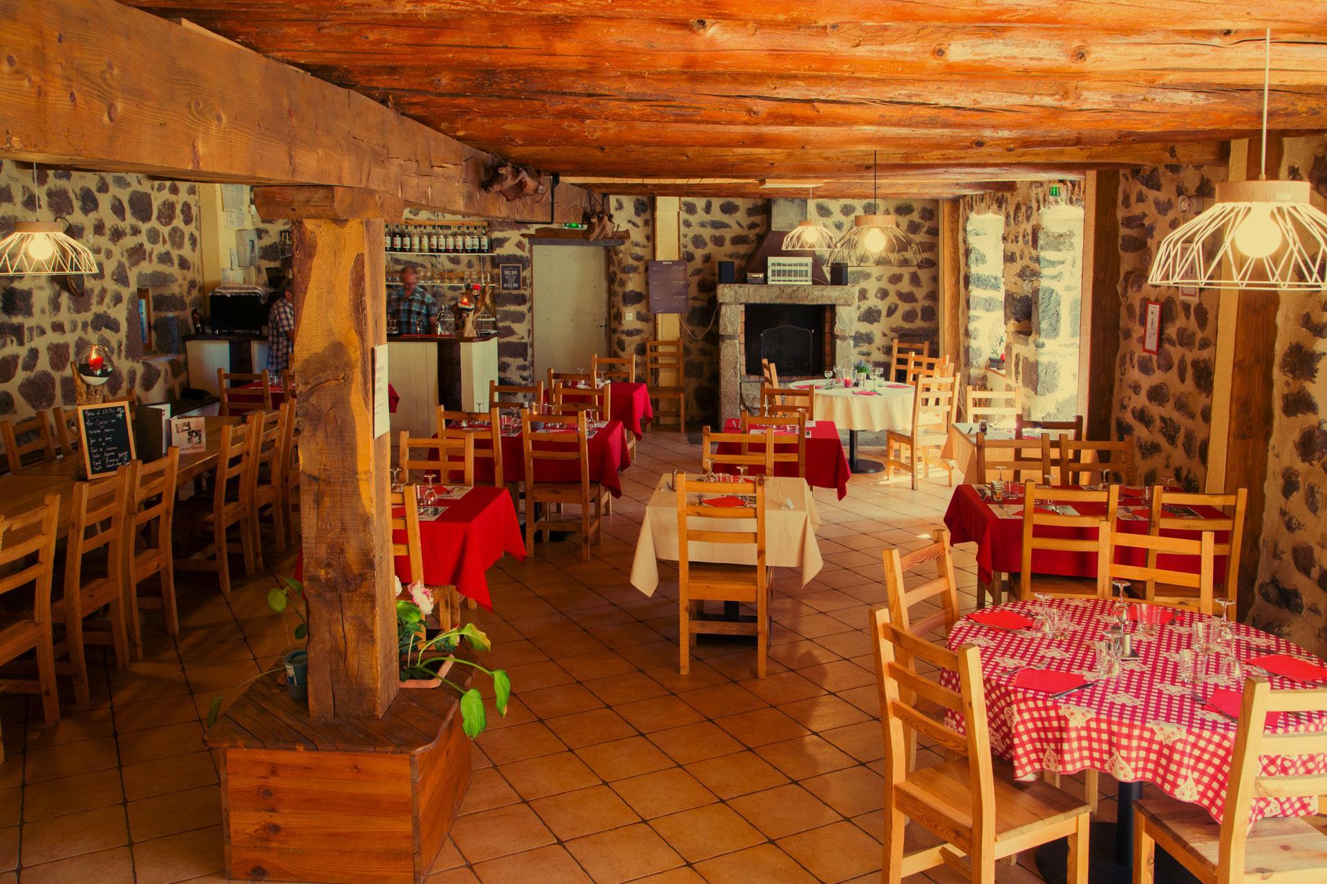 Auberge Alsacienne Auvergne tables